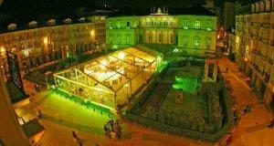 Vitoria iluminada de verde