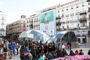 Lienzo Unexpected Shopping en Puerta del Sol